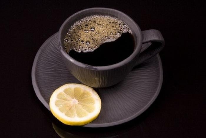 Кафето с резен лимон е отличен старт на деня