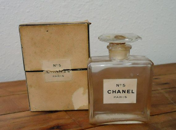 """Парфюмът """"No 5"""" на """"Шанел"""" навършва 100 години"""