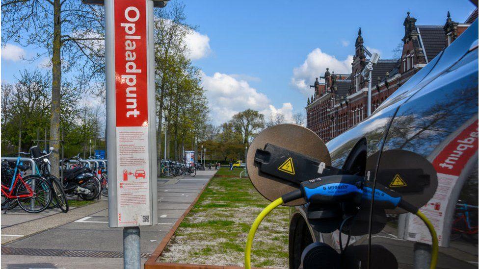 Volvo Cars ще станат напълно електрически до 2030 г.