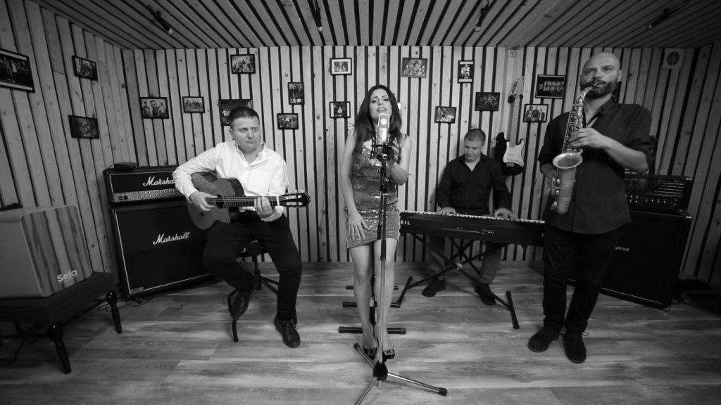 Ваня Вълкова записа песен с Цветан Недялков