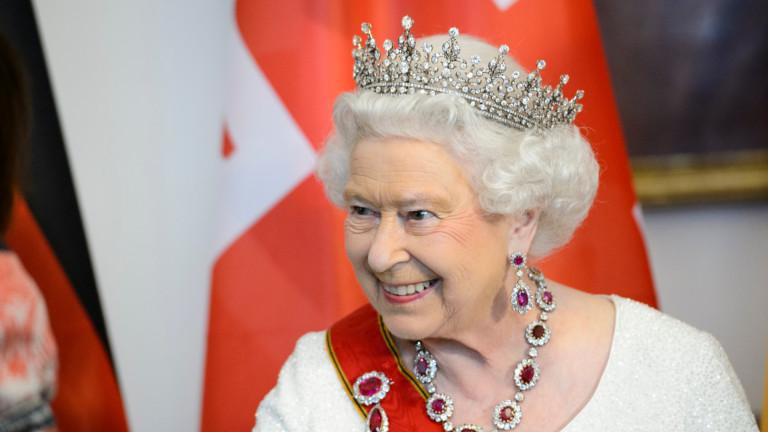 """Елизабет ІІ отказа наградата """"Възрастен човек на годината"""""""