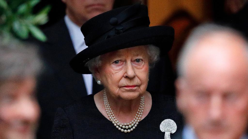 Кралица Елизабет Втора се върна на работа
